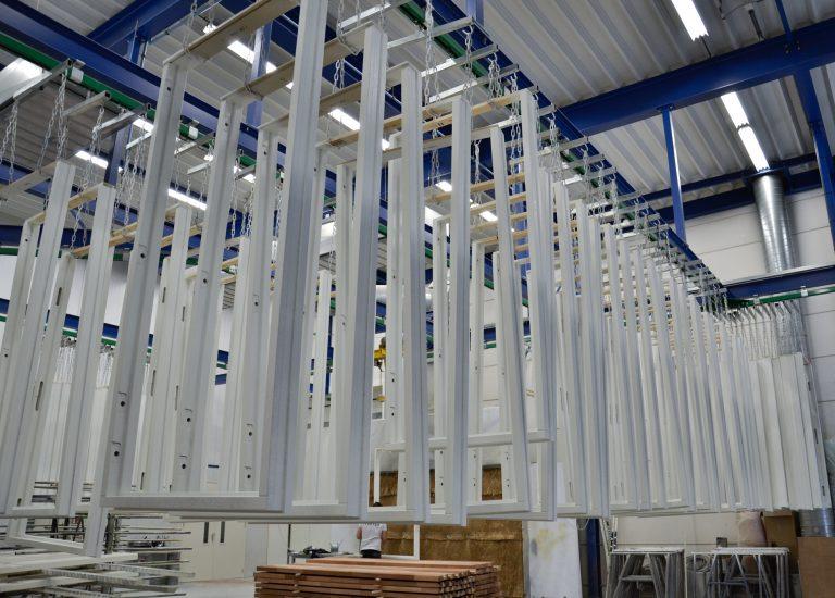 In onze timmerfabriek maken we 132 deuren voor Woonpunt